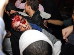 Cinco mortos em choques que mantêm tensão no Egito