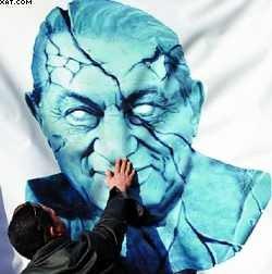 Mubarak renuncia e cede poder a cúpula militar