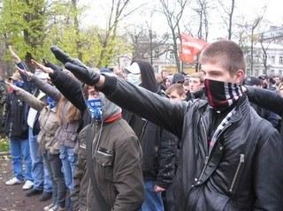 Ucrânia acelera em direção ao fascismo aberto: trabalhos forçados e valas comuns.