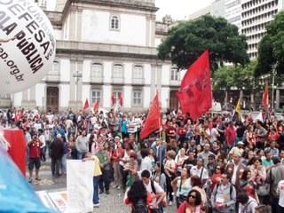 A greve dos profissionais da Educação: Um passo à frente, porém dois atrás