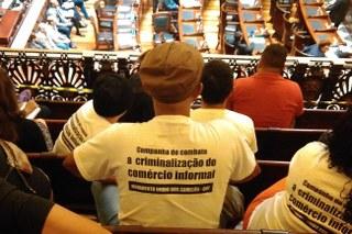 Camelôs do RJ protestam contra uso de armas não-letais pela Guarda Municipal