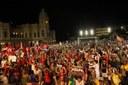 Canto a democracia mobiliza corações contra o golpe