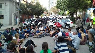 DECO cercada pela PM fascista de São Paulo