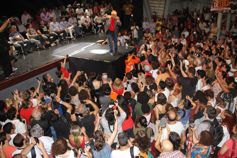 Lula fala em regular a mídia no Brasil