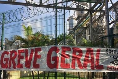 Petroleiros brasileiros aderem à greve por tempo indeterminado