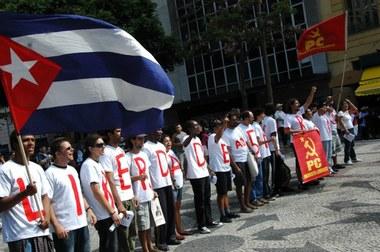 Trabalhadores brasileiros protestam durante a visita de Obama
