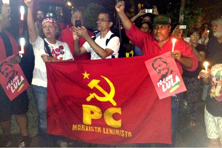 Início da vigília pela liberdade de Lula na praça Afonso Arinos, em Belo Horizonte, MG: PCML PRESENTE NA LUTA!