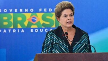 """""""Eu não vou cair"""", responde Dilma Rousseff à oposição no Brasil"""