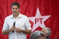Multiplicam-se no Brasil pedidos de votos para Haddad (PT)