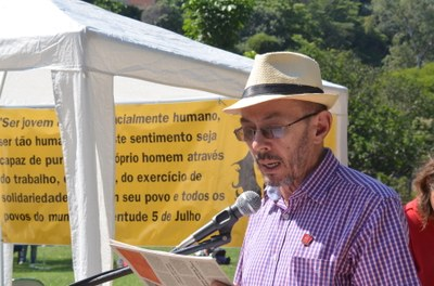 Antonio Cícero do CEPPES lê Manifesto do 1º de Maio de 2015