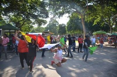 Companhia de Arte INVERTA apresenta número de dança