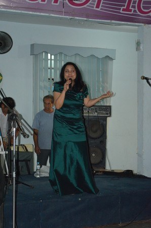 Cantora cubana Ilen de la Cruz apresenta músicas latino-americanas