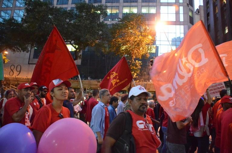 Dezenas de milhares marcharam contra a direita e o fascismo