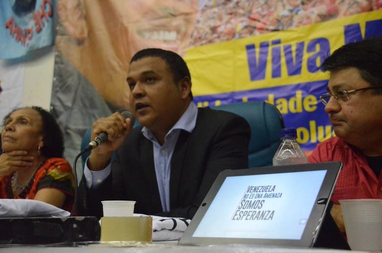 Vice-ministro Carlos Herrera agradece carinho do pvoo brasileiro