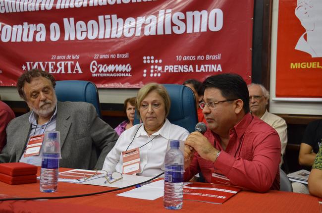 Cônsules de Cuba e Venezuela presentes na mesa de abertura