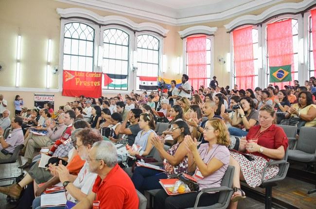 Público comparece ao ISERJ para segundo dia