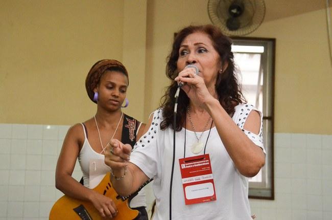 Cantora Marília Bevilaqua e Camila da J5J se apresentam no Almoço Cultural