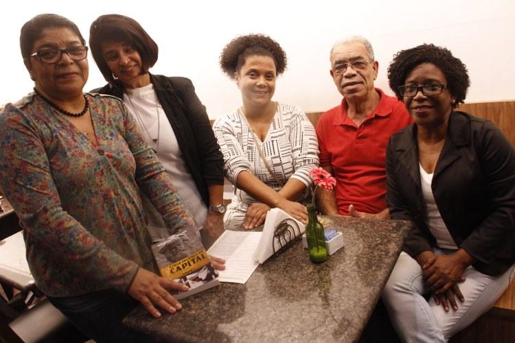 Jornalista do Inverta Bianka de Jesus e Idioraci com as assistentes sociais e colaboradoras do Inverta Janete, Analice e Marluce Lopes