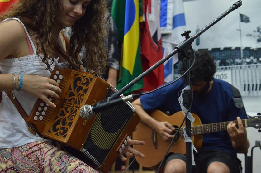 Apresentação músical da Roda de Amigos com Milena e Gonzalo