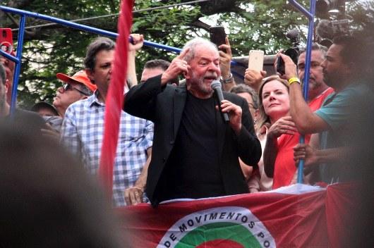 Lula discursa