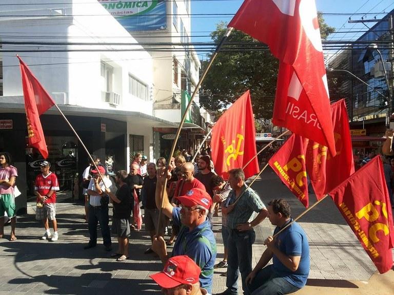 Ato em Pelotas rechaça golpismo