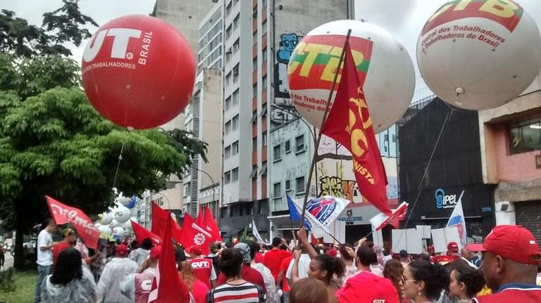 Grande concentração das organizações populares na Avenida Paulista