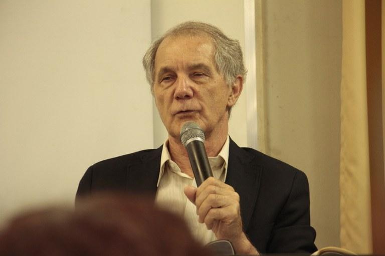 Dialogando com a obra, Prof. Dr. Gaudencio Frigotto