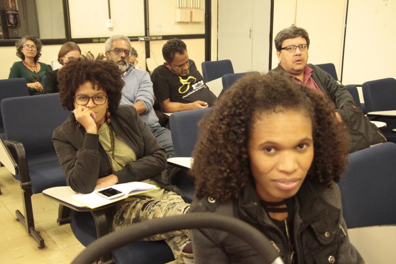 Público atento às exposições