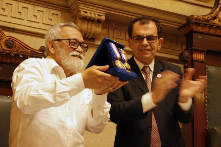 Aluisio Bevilaqua recebe Medalha Pedro Ernesto