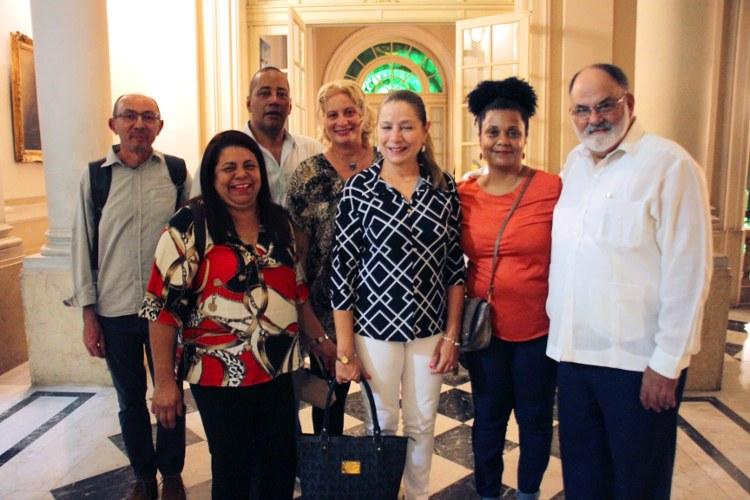 Ceppes, Cooperativa Inverta e Jornal Inverta com representantes de Cuba