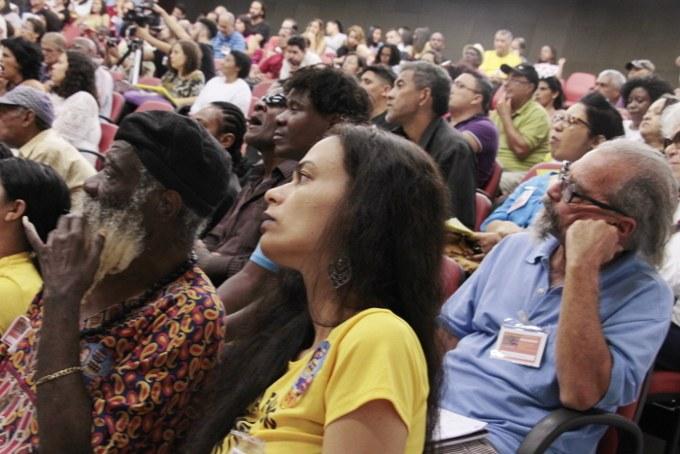 Artistas do Povo presentes na UERJ, na primeira fila, o poeta Preto de Linha