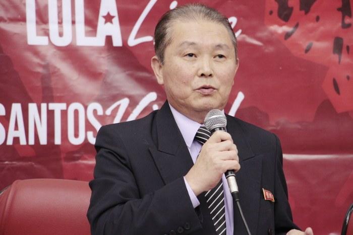 Diplomata da  República Popular Democrática da Coreia no Brasil , Ilmo Sr. Myong Chol defende a autodeterminação dos povos