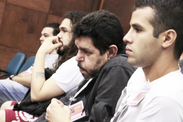 Em destaque, Prof. Haroldo de Moura (CEPPES), ladeado por leitores do INVERTA