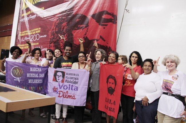 Mulheres guerreiras lutam contra o fascimo e pelo socialismo!