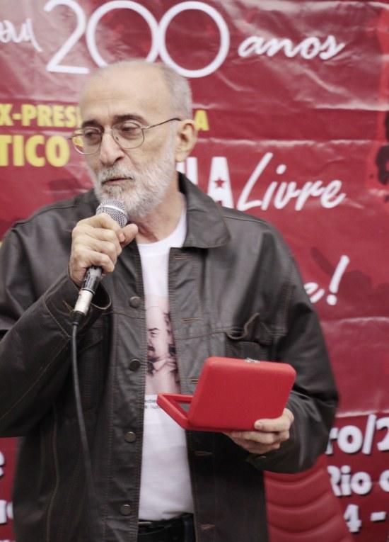 Prof. Juliano Siqueira (PCML-RN) agradece a comenda Imprescindível a ser entregue a......